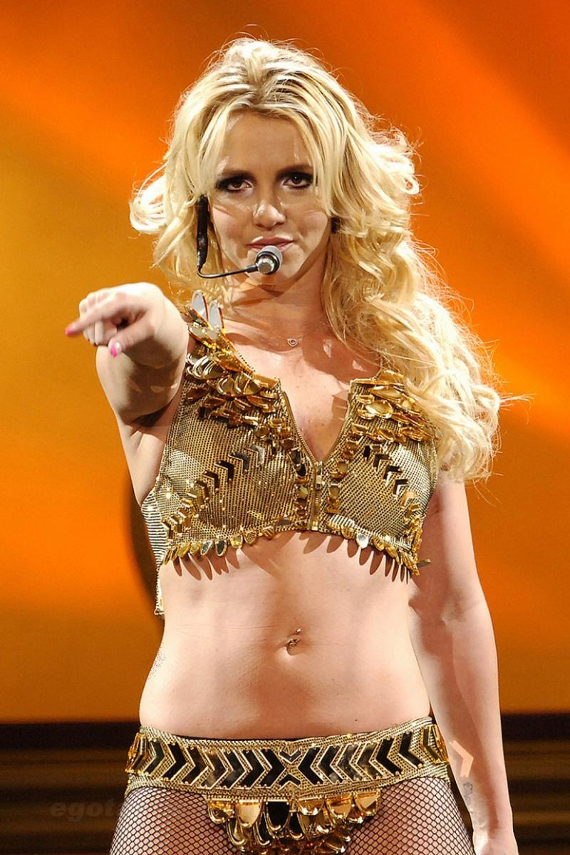 Britney_Spears_Live_The_Femme_Fatale_Tou