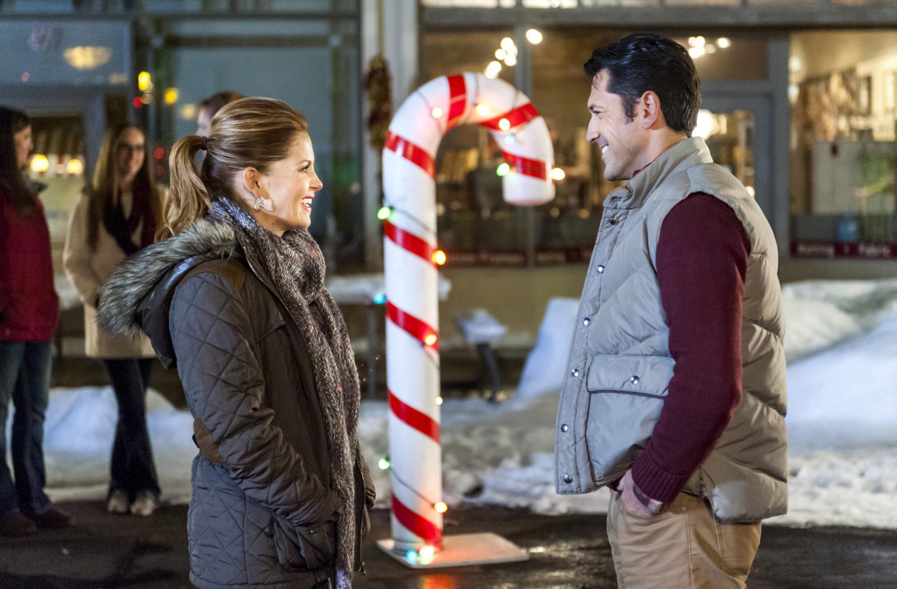 Christmas Under Wraps (TV) (2014