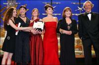 Yohanna Cobo, Balnca Portillo, Lola Dueñas, Penélope Cruz y Carmen Maura en el Festival de Cannes