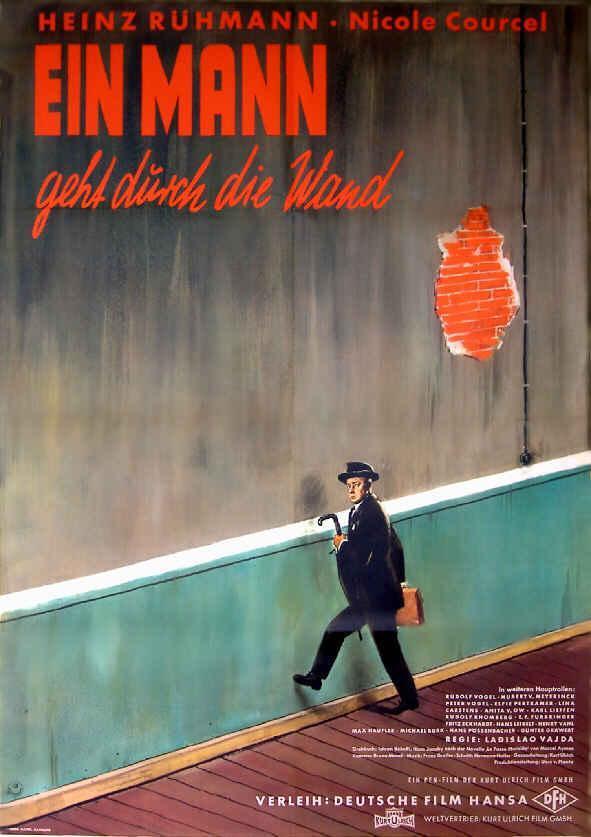 Ein Mann Geht Durch Die Wand