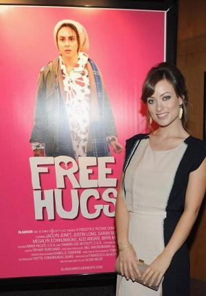 Free Hugs (S)